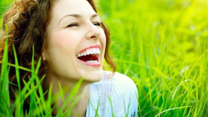 20 Beneficios Sociales, Mentales y Físicos De La Sonrisa